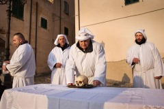 March 26, 2018 - penitents carry a skull during the Holy Week celebration called Lunissanti in the town of Castelsardo, Sardinia, Italy